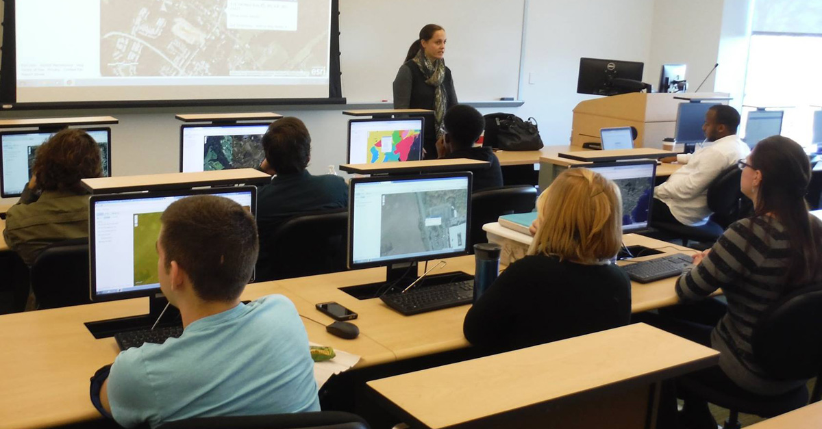 Teaching GIS to Business Students